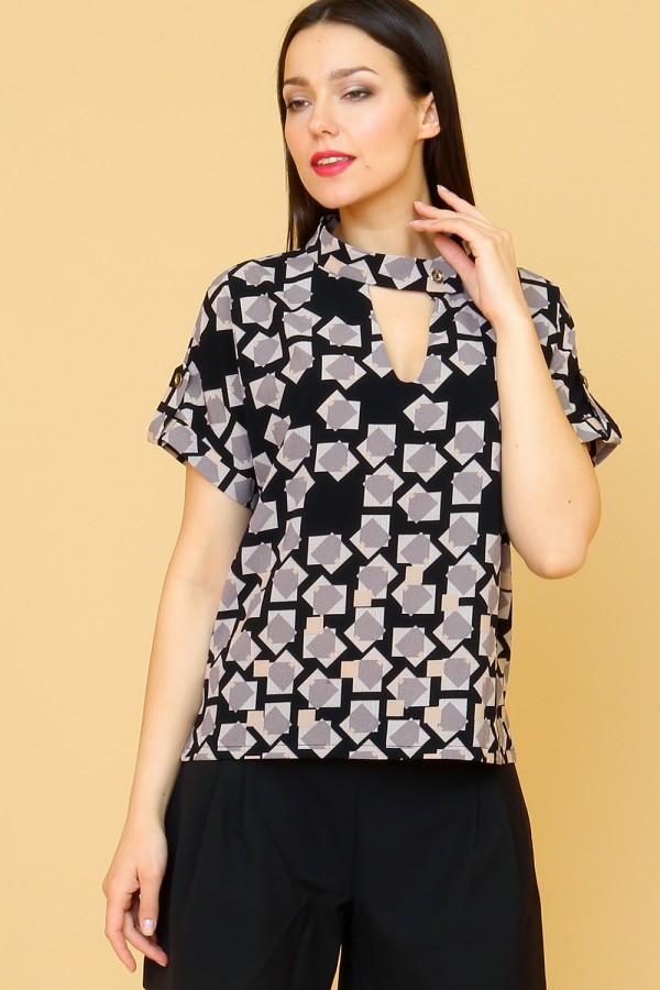 9858 Летняя блузка с коротким рукавом и стойкой.