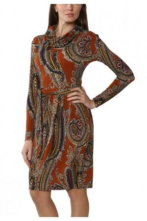 Теплое платье с воротником-хомут