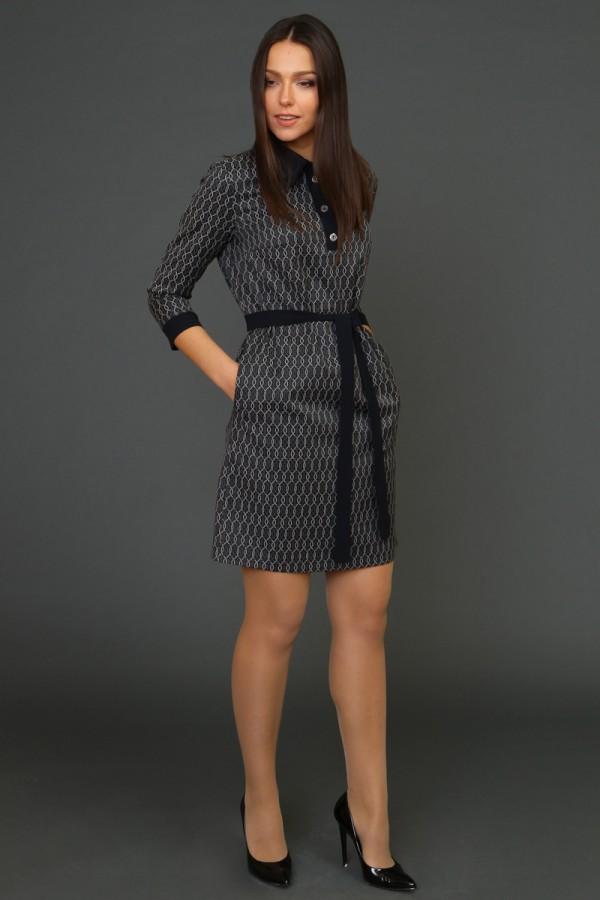 9939 Прямое платье с воротником поло.