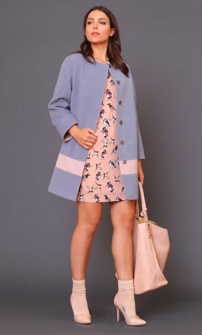 пальто голубое и платье