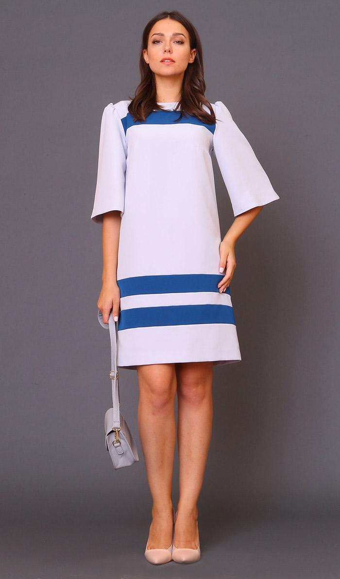 белое платье с синими полосками