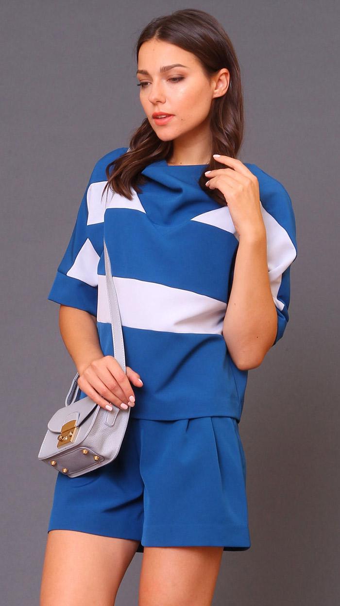 синий костюм с белую полоску